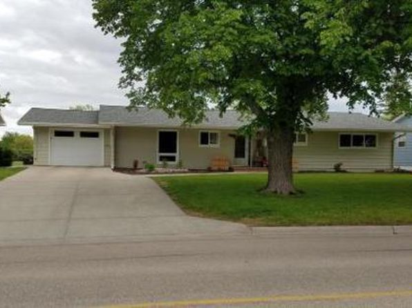 5 bed 4 bath Single Family at 1320 4th St N Wahpeton, ND, 58075 is for sale at 195k - google static map