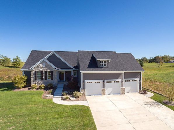 5 bed 3 bath Single Family at 9 Country Club Ct Le Claire, IA, 52753 is for sale at 500k - 1 of 22