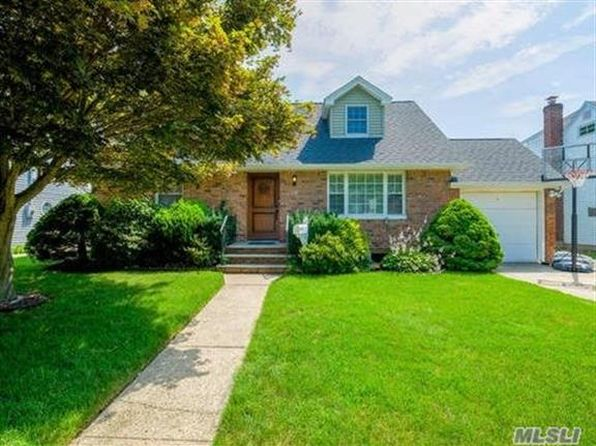 4 bed 3 bath Single Family at 134 E Zoranne Dr Farmingdale, NY, 11735 is for sale at 529k - 1 of 20