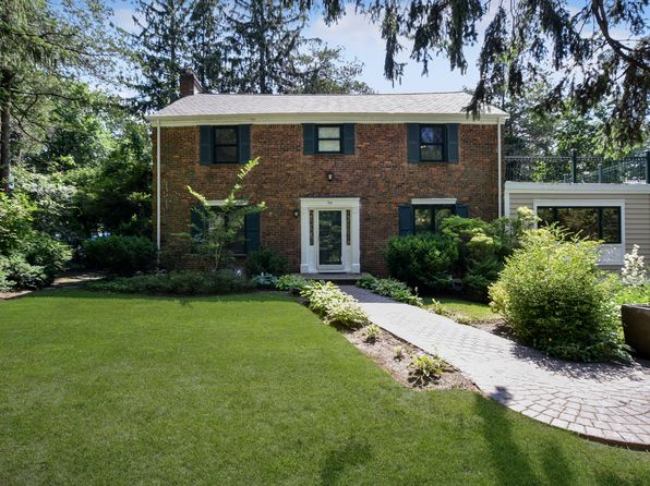 4 bed 3 bath Single Family at 94 Bayview Ave Great Neck, NY, 11021 is for sale at 1.25m - 1 of 23