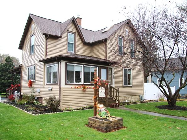 3 bed 1 bath Single Family at 203 N Cross St Sycamore, IL, 60178 is for sale at 165k - 1 of 20