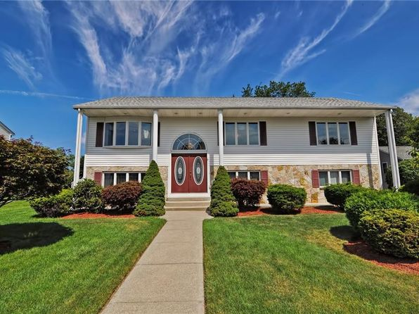 2 bed 2 bath Single Family at 8 Morning Way Cumberland, RI, 02864 is for sale at 340k - 1 of 40