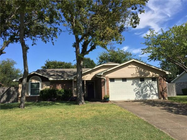 3 bed 2 bath Single Family at 1305 Mercedes St Benbrook, TX, 76126 is for sale at 150k - 1 of 16