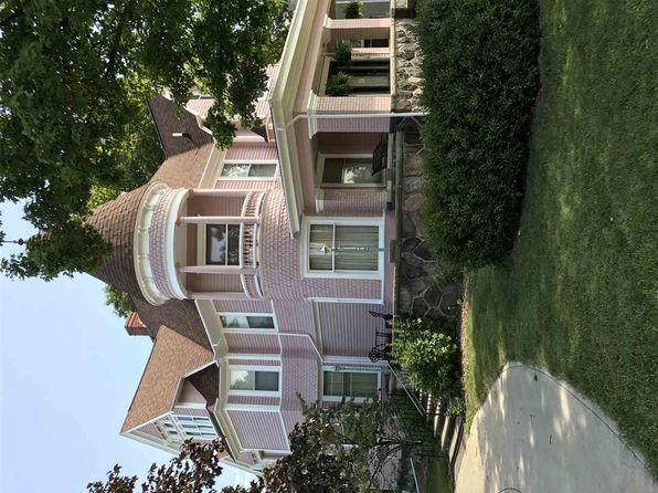 7 bed 8 bath Single Family at 302 E Market St Nappanee, IN, 46550 is for sale at 349k - google static map