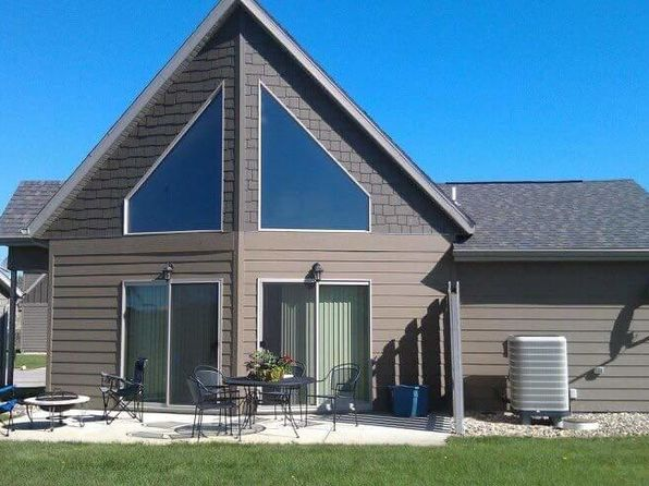 2 bed 1 bath Single Family at 290 240th Ave Arnolds Park, IA, 51331 is for sale at 179k - 1 of 19