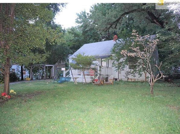 2 bed 1 bath Single Family at 7800 W 64th St Mission, KS, 66202 is for sale at 95k - 1 of 4