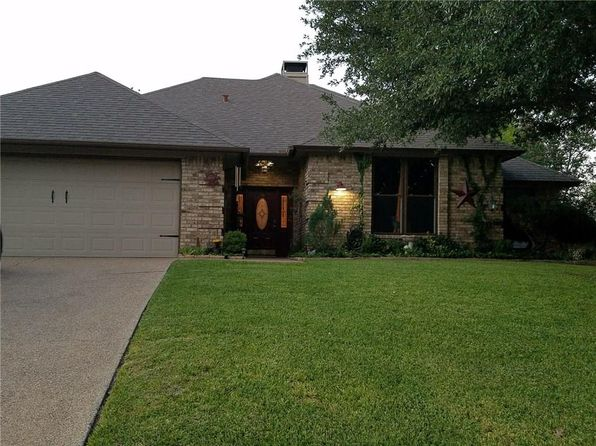 4 bed 2 bath Single Family at 10024 Regent Row St Benbrook, TX, 76126 is for sale at 229k - 1 of 21
