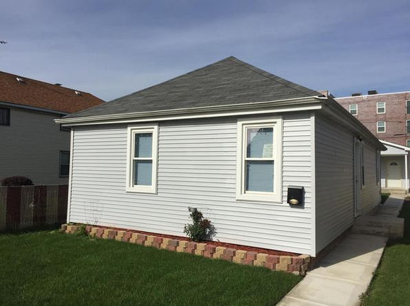 3 bed 1 bath Single Family at 7442 W 64th St Summit, IL, 60501 is for sale at 145k - 1 of 10