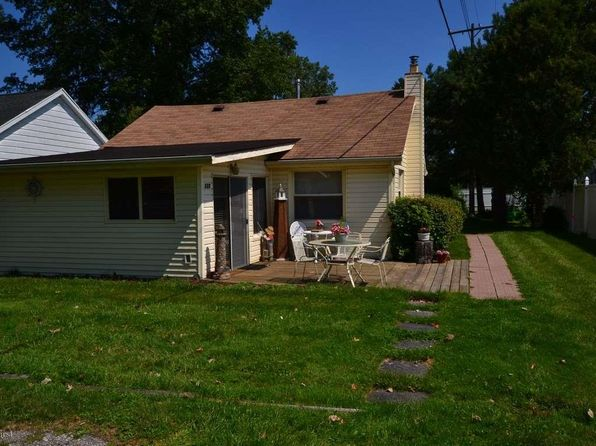 2 bed 1 bath Single Family at 120 Maple Ave Harsens Island, MI, 48028 is for sale at 70k - 1 of 16