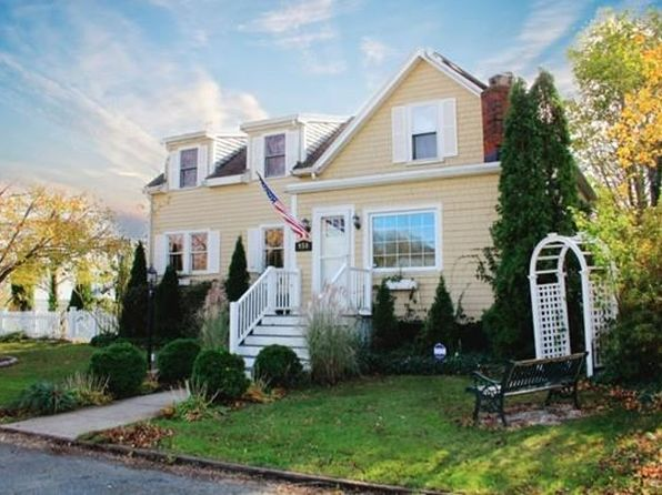 4 bed 2 bath Single Family at 930 Abrams St New Bedford, MA, 02745 is for sale at 240k - 1 of 17