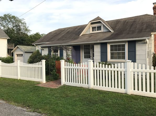 3 bed 1 bath Single Family at 34 Swayze St Sayville, NY, 11782 is for sale at 315k - 1 of 9