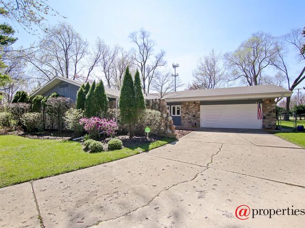 3 bed 2 bath Single Family at 1350 Adirondack Dr Northbrook, IL, 60062 is for sale at 435k - 1 of 15