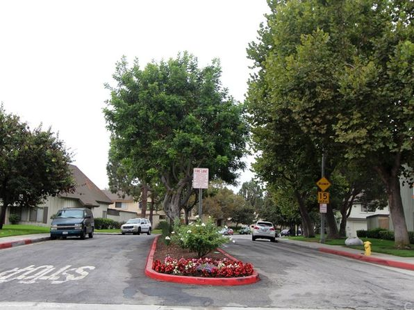 2 bed 3 bath Townhouse at 9863 KARMONT AVE SOUTH GATE, CA, 90280 is for sale at 370k - 1 of 8