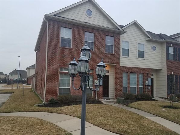 2 bed 3 bath Townhouse at 2702 Misty Heath Ln Houston, TX, 77082 is for sale at 194k - 1 of 24