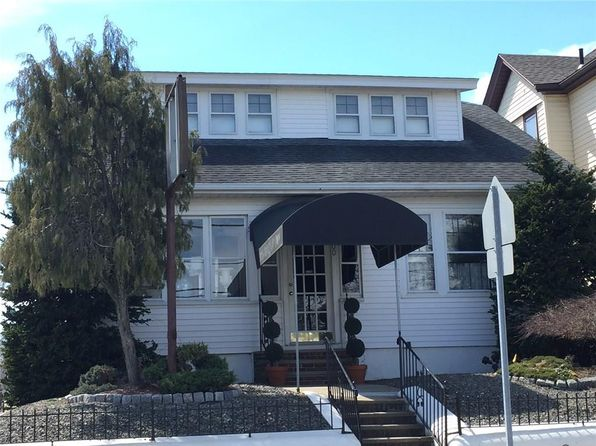 2 bed 2 bath Single Family at 1900 Smith St North Providence, RI, 02911 is for sale at 215k - 1 of 23
