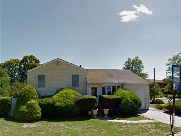 3 bed 2 bath Single Family at 37 Hampton Pl Freeport, NY, 11520 is for sale at 199k - google static map