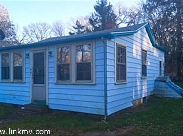 2 bed 1 bath Single Family at 44 LAKE ST VINEYARD HAVEN, MA, 02568 is for sale at 350k - 1 of 7