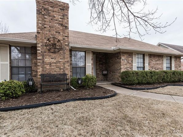 3 bed 2 bath Single Family at 1301 CASA LINDA ST ENNIS, TX, 75119 is for sale at 155k - 1 of 28