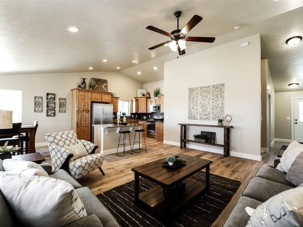 3 bed 2 bath Single Family at 917 Oakmont Dr Spring Creek, NV, 89815 is for sale at 270k - 1 of 7