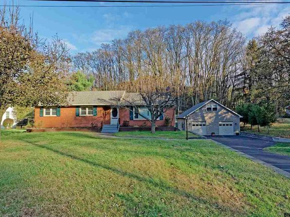 3 bed 2 bath Single Family at 152 Willow St Guilderland, NY, 12084 is for sale at 285k - 1 of 24
