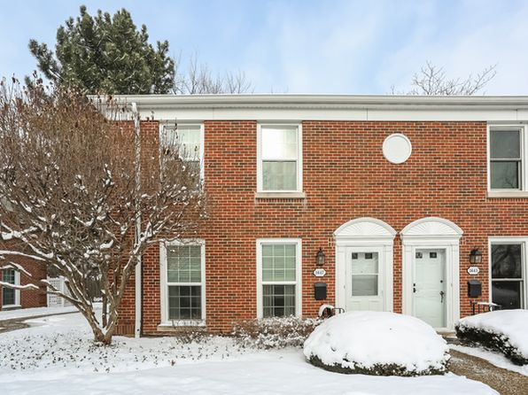 2 bed 2 bath Townhouse at 1647 Pebblecreek Dr Glenview, IL, 60025 is for sale at 229k - 1 of 31