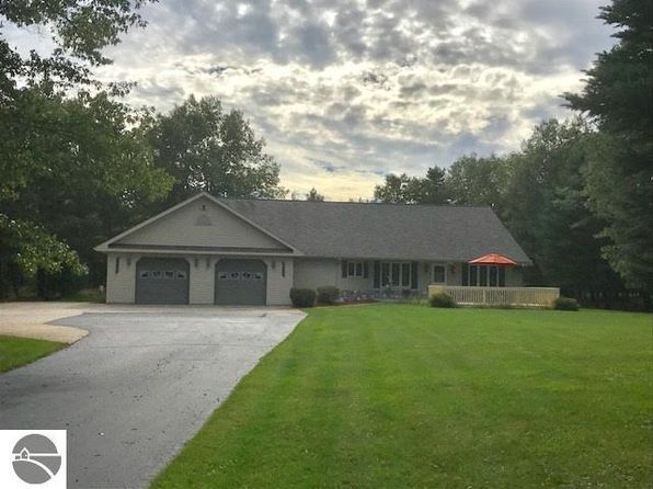 3 bed 2 bath Single Family at 3635 Rollin Hill Ct Oscoda, MI, 48750 is for sale at 279k - 1 of 27