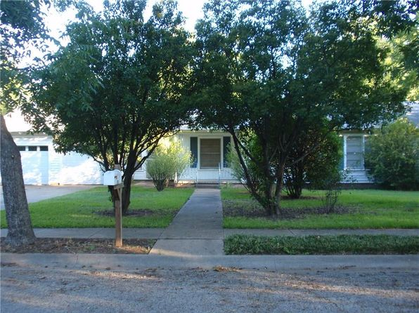 3 bed 1 bath Single Family at 210 Moon St Cleburne, TX, 76033 is for sale at 115k - 1 of 21