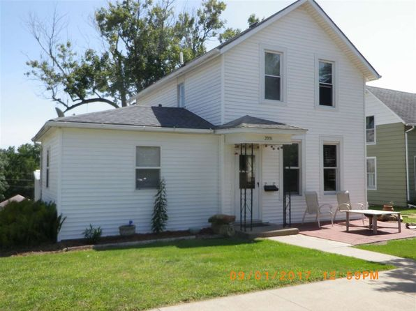 3 bed 2 bath Single Family at 2931 Roosevelt St Clinton, IA, 52732 is for sale at 55k - 1 of 9