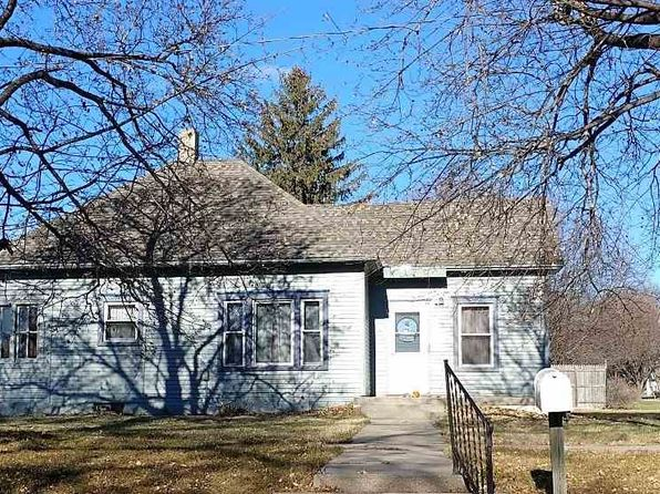 2 bed 1 bath Single Family at 746 E 3rd St Minden, NE, 68959 is for sale at 68k - 1 of 11