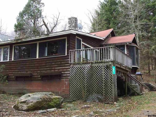 2 bed 1 bath Single Family at 51 Spruce Ter Sand Lake, NY, 12153 is for sale at 157k - 1 of 25