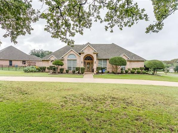 4 bed 3.5 bath Single Family at 133 Bonniebrae Ct Burleson, TX, 76028 is for sale at 385k - 1 of 31