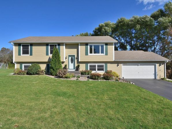 4 bed 3 bath Single Family at W230N7162 Canyon Meadows Ct Sussex, WI, 53089 is for sale at 268k - 1 of 25