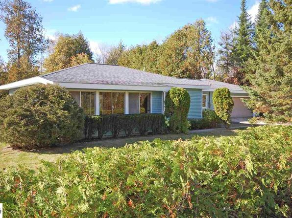 2 bed 1 bath Single Family at 7264 S Good Harbor Trl Cedar, MI, 49621 is for sale at 209k - 1 of 30