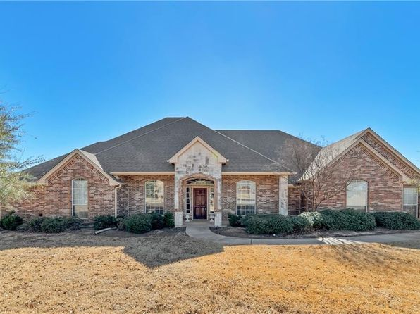 3 bed 3 bath Single Family at 925 Chalk Hill Ln Haslet, TX, 76052 is for sale at 400k - 1 of 25
