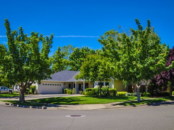 4 bed 3 bath Single Family at 6 Wellington Ct Chico, CA, 95973 is for sale at 445k - google static map