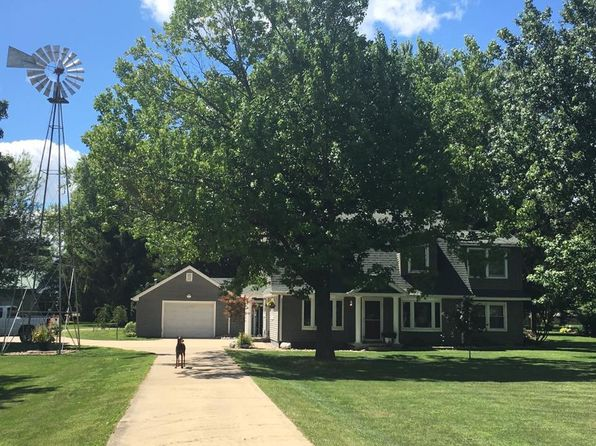 2 bed 2 bath Single Family at 11836 Coon Hunters Rd Blue Grass, IA, 52726 is for sale at 225k - 1 of 28