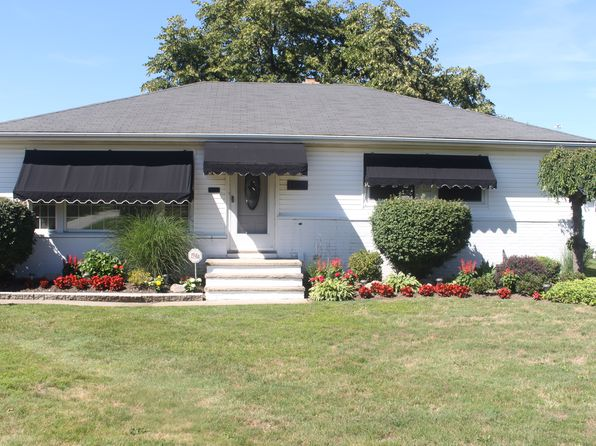 3 bed 2 bath Single Family at 1139 Bonnie Ln Cleveland, OH, 44124 is for sale at 150k - 1 of 12