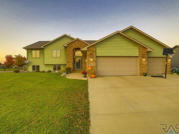 6 bed 3 bath Single Family at 900 Ash Grove St Harrisburg, SD, 57032 is for sale at 289k - 1 of 36