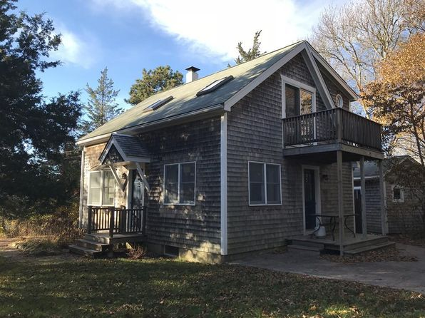 2 bed 2 bath Single Family at 132 County Rd Oak Bluffs, MA, 02557 is for sale at 599k - 1 of 27