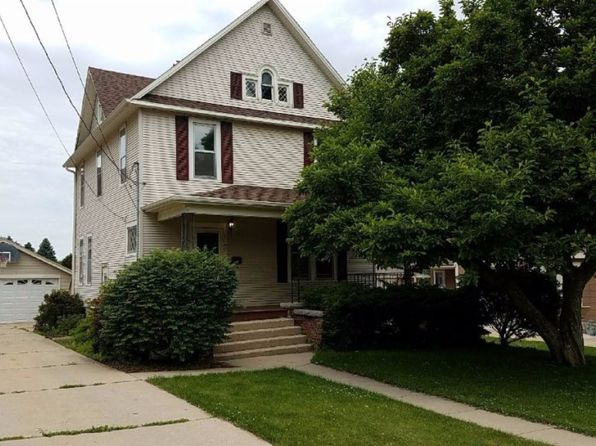 3 bed 1 bath Single Family at 1040 W Douglas St Freeport, IL, 61032 is for sale at 60k - 1 of 16