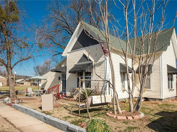 3 bed 2 bath Single Family at 401 S 3rd St Van Buren, AR, 72956 is for sale at 78k - 1 of 11