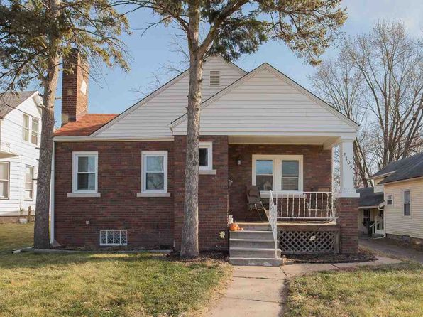 2 bed 1 bath Single Family at 2105 17th St Rock Island, IL, 61201 is for sale at 90k - 1 of 18