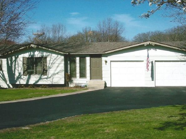 4 bed 2 bath Single Family at 16901 Meadow Ln Carlinville, IL, 62626 is for sale at 105k - 1 of 21
