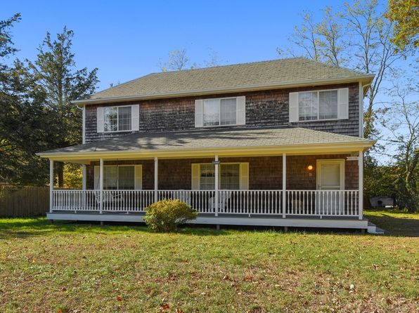 4 bed 3 bath Single Family at 9 Parkway Dr Sag Harbor, NY, 11963 is for sale at 879k - 1 of 14
