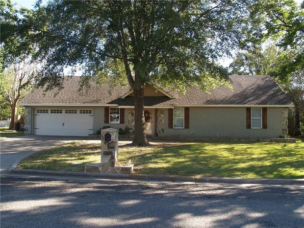 3 bed 2 bath Single Family at 1320 Carter St Sulphur Springs, TX, 75482 is for sale at 145k - 1 of 27