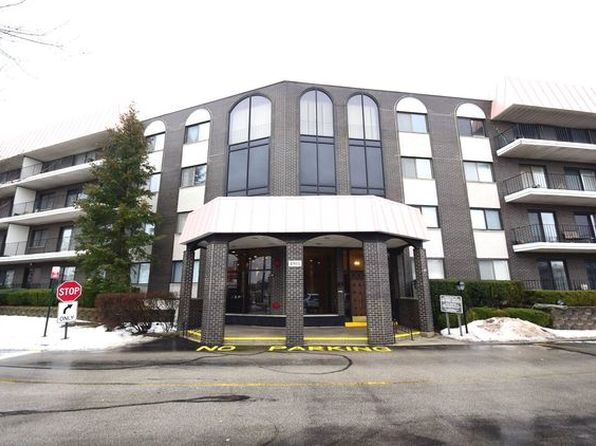2 bed 2 bath Condo at 4901 Golf Rd Skokie, IL, 60077 is for sale at 160k - 1 of 25