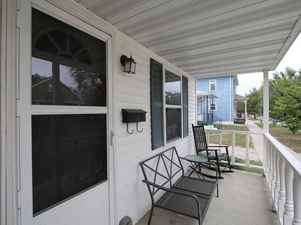 2 bed 1 bath Single Family at 1108 13th St Highland, IL, 62249 is for sale at 86k - 1 of 31
