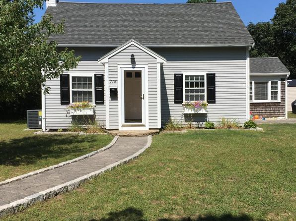 3 bed 1 bath Single Family at 718 Willow St South Yarmouth, MA, 02664 is for sale at 365k - 1 of 11