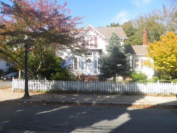 3 bed 2 bath Single Family at 227 Arnold St New Bedford, MA, 02740 is for sale at 240k - 1 of 11