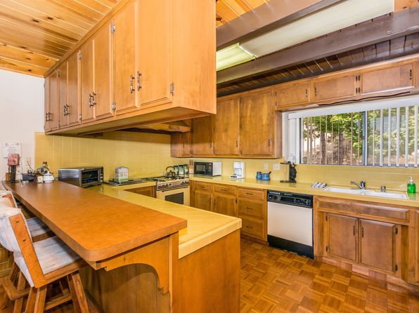 4 bed 3 bath Single Family at 1105 NADELHORN DR LAKE ARROWHEAD, CA, 92352 is for sale at 599k - 1 of 13